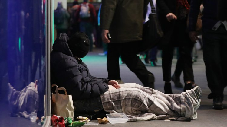 thousands-face-christmas-without-a-roof-over-their-head-charity-136431779382902601-181214012047.jpg
