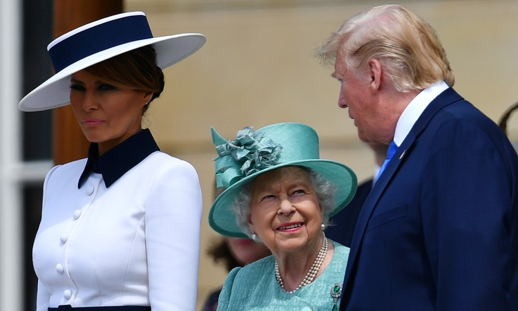 the-queen-and-the-trumps-t.jpg
