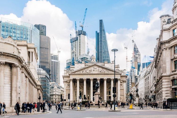 street-in-city-of-london-with-royal-exchange--bank-of-england-and-new-modern-skyscrapers--england--uk-923317900-cc8daffff0da44d38a6aacd70b8204cf.jpg